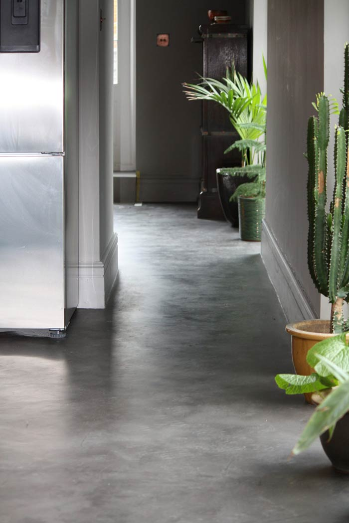 MicroCement floor in the Nero shade