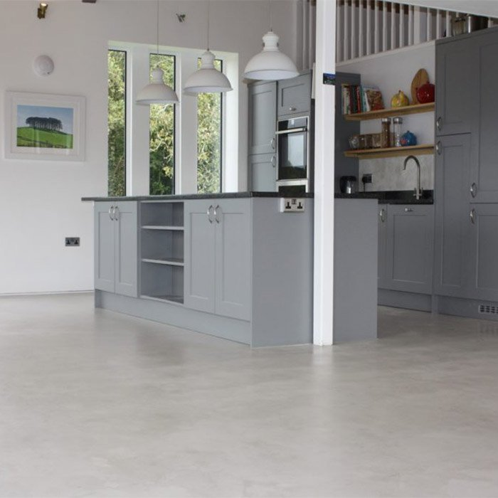 MicroCement floor in the Marfil shade